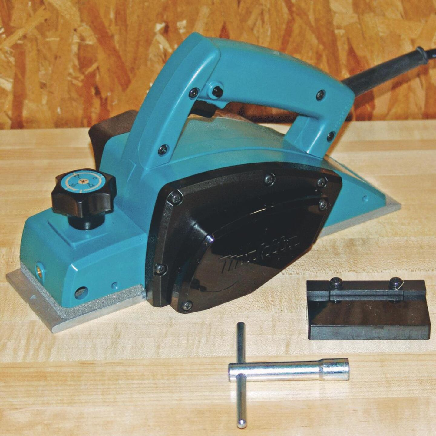 Makita 6.5A 3-1/4 In. 3/32 In. Planing Depth Planer Image 4
